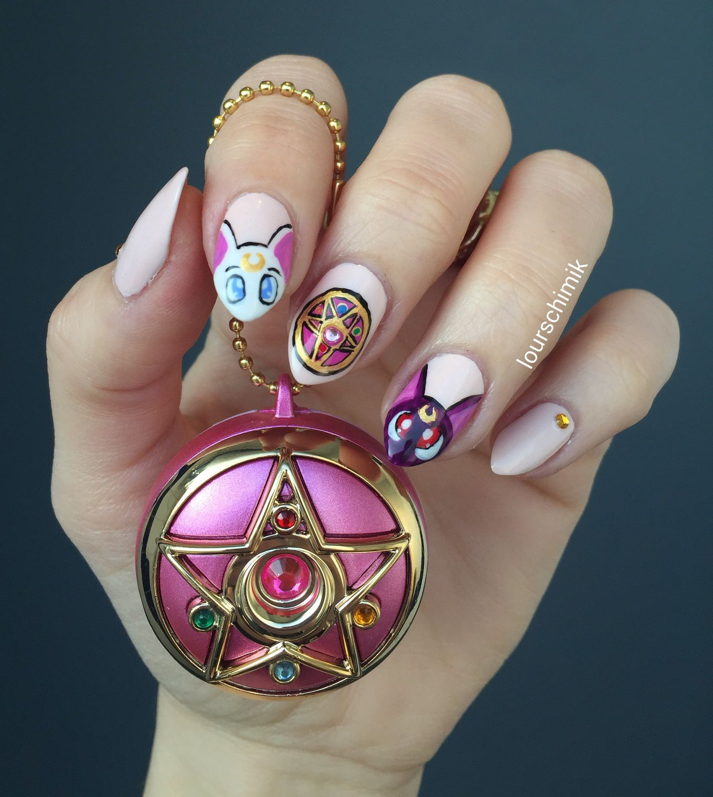 nail art sailormoon (encooorreeee)