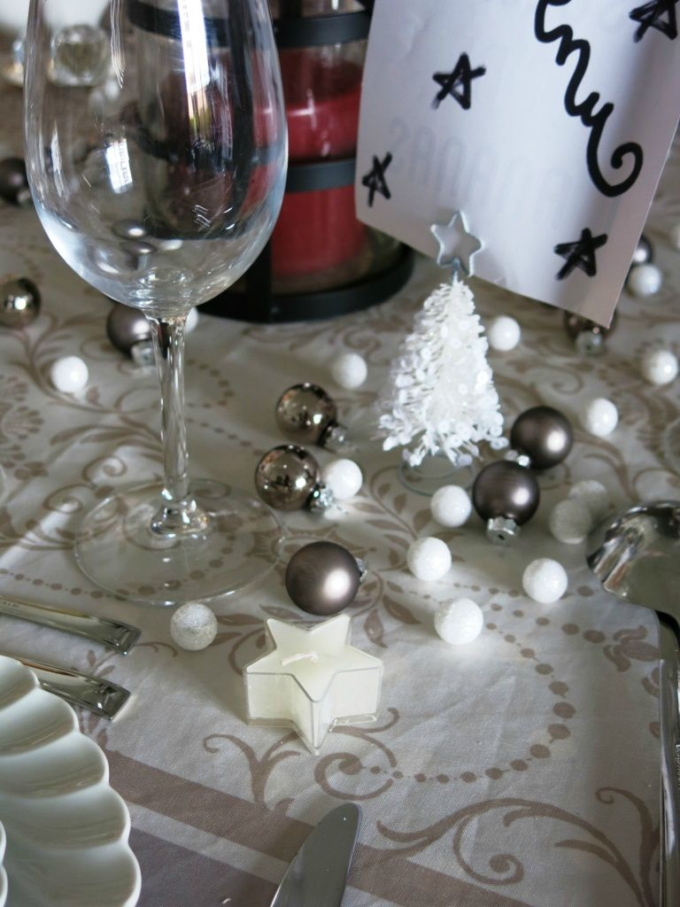 UNE TABLE DE NOËL ENNEIGEE...