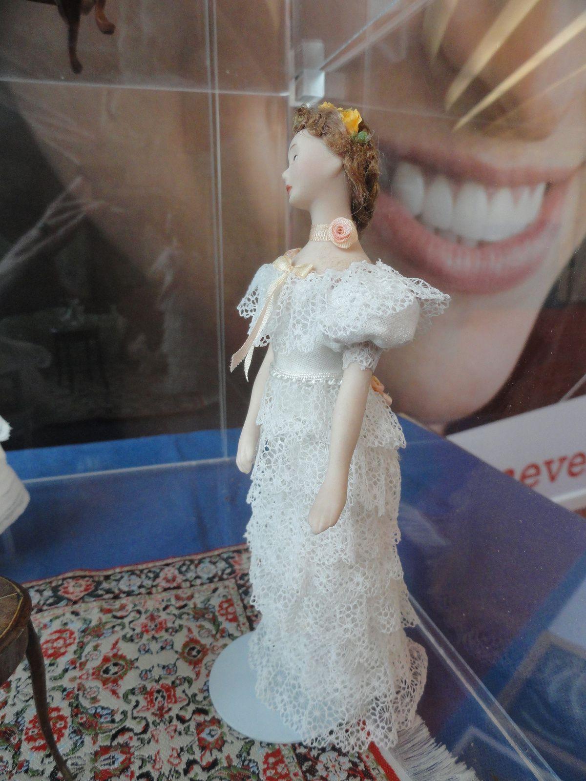 cette robe réalisé dans un jabot de dentelle ancienne a été très dificile à réaliser. J'espère qu'elle vous plait