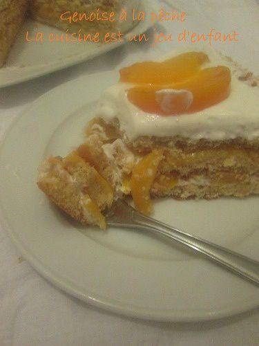Gâteau aux peches et à la chantilly