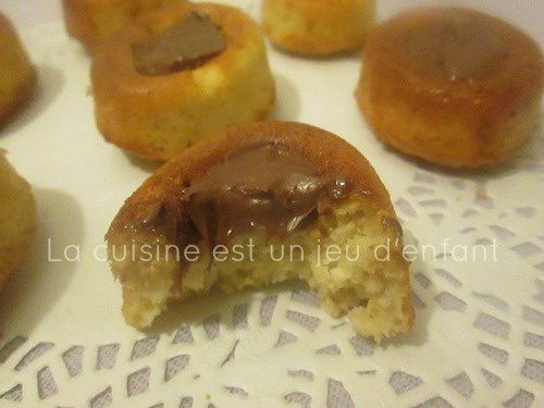 Minis savarins à l'avoine garnis de pâte à tartiner