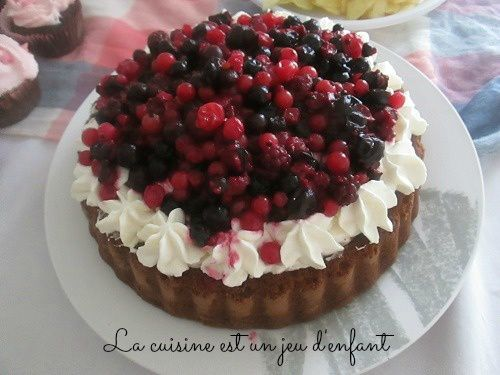 Tarte renversée au chocolat , chantilly et fruits rouges