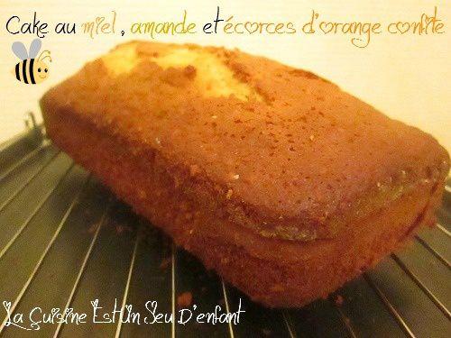 Cake au miel , amande et écorces d'orange confites