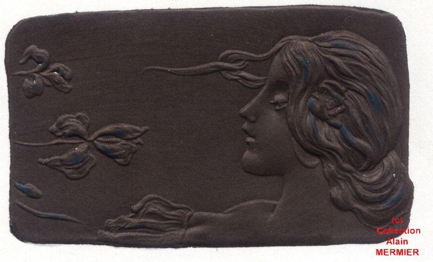 Iris -1919- Illustrateur KIRCHNER : Akropolis. Femme sentant un iris.