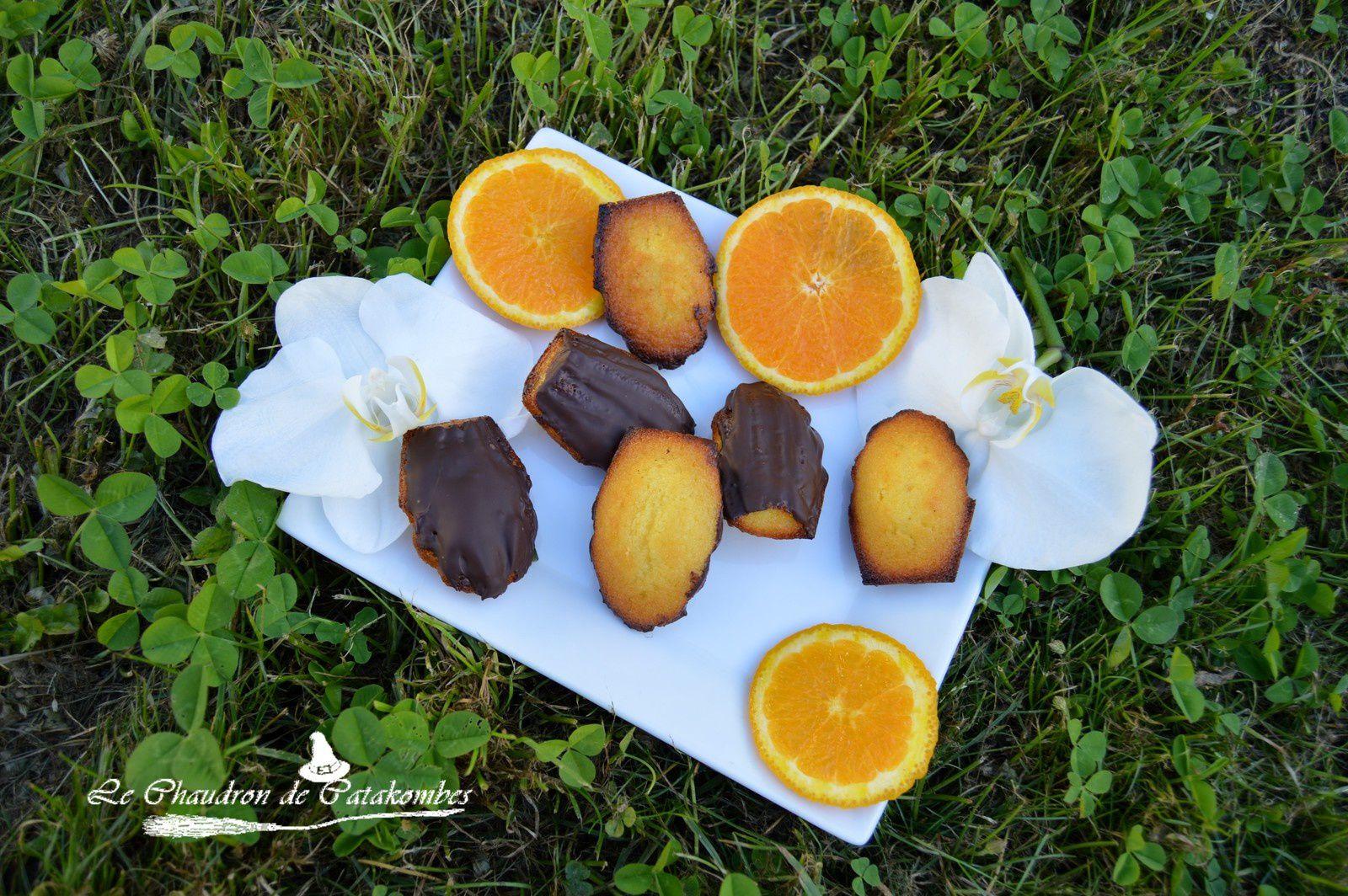 De petites madeleines fondantes enrobées de chocolat noir croquant.