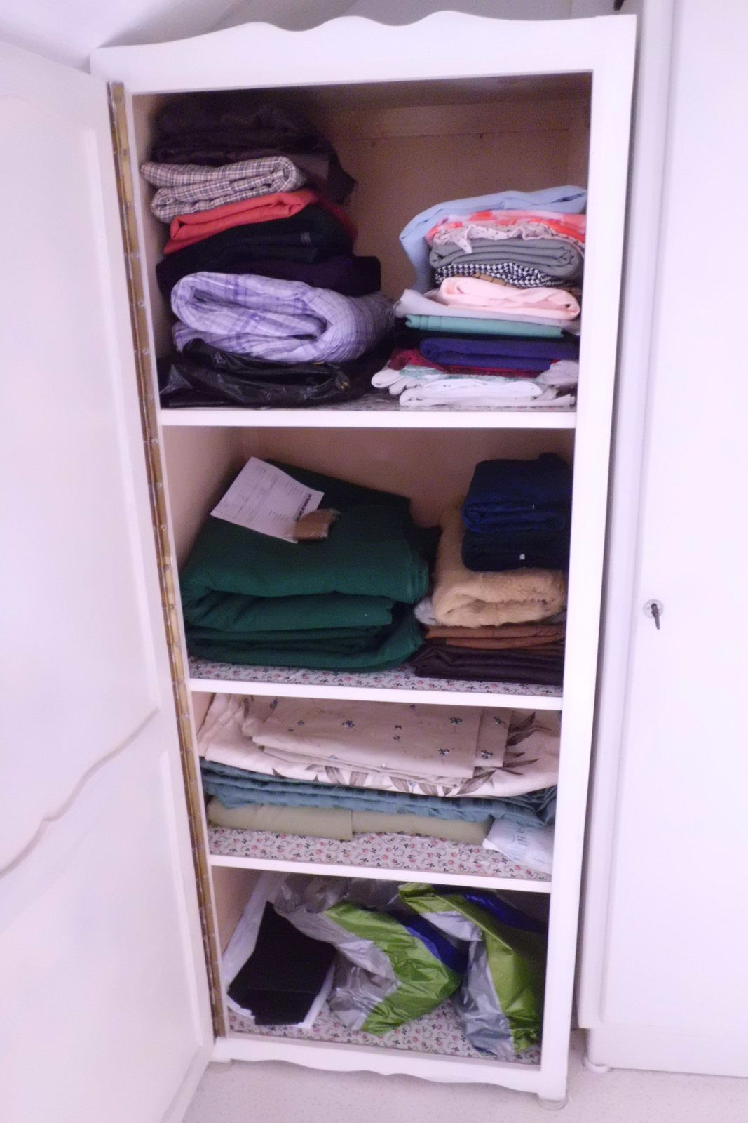 Les tissus en stock! ... Enfin une partie... / Fabrics in stock! ... some of them...