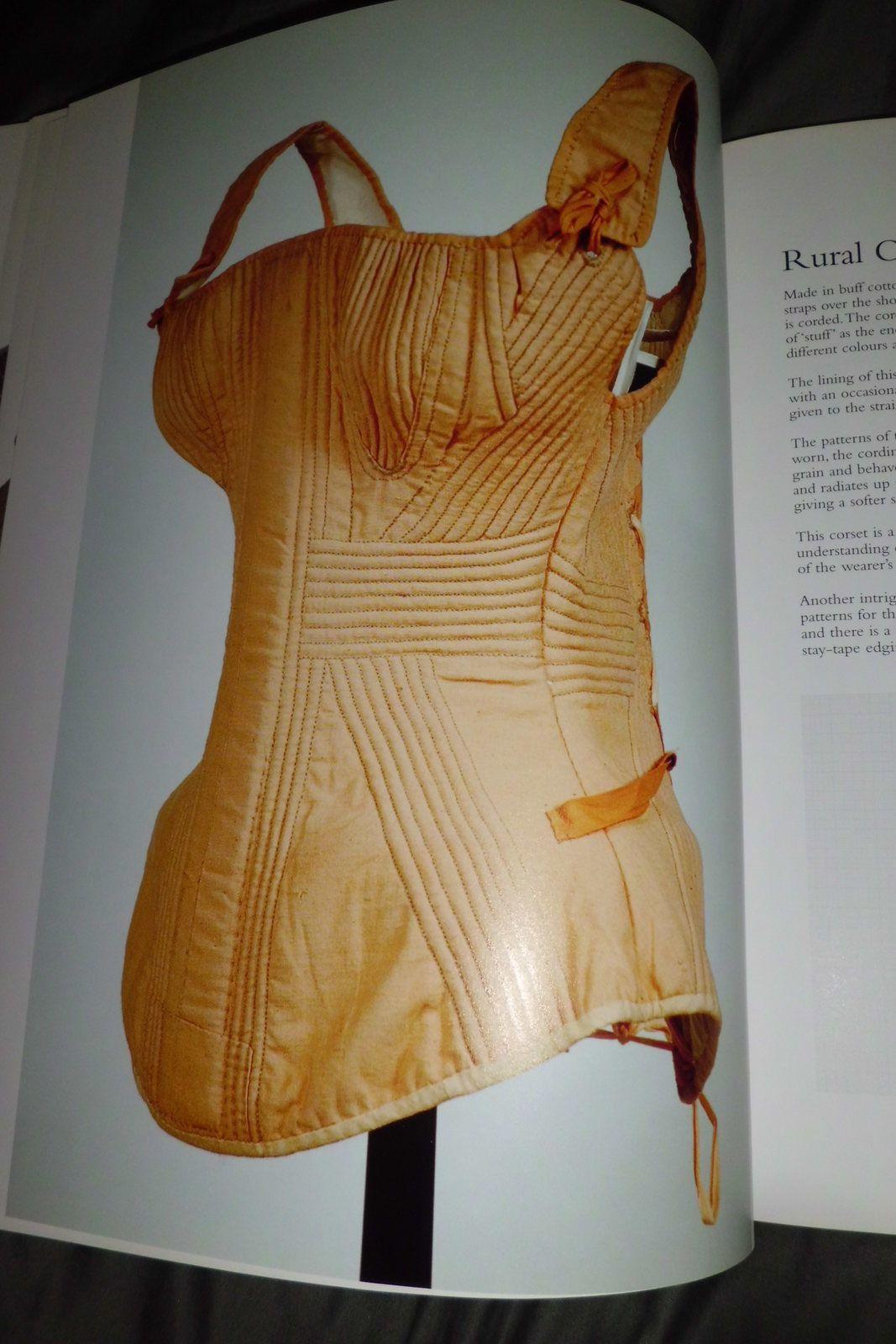 Corsets: Patrons et techniques historiques de Jill Salen/ Corsets: Historical patterns and techniques of Jill Salen