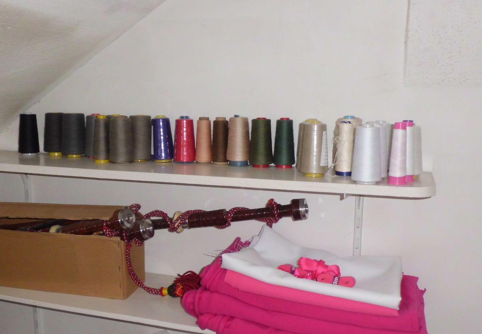 Mes différentes cônes, différentes couleurs et qualités... ainsi que la cornemuse de mon Fiancé! / My different cones, many colors and qualities... and also the bagpipes of my Fiancé!