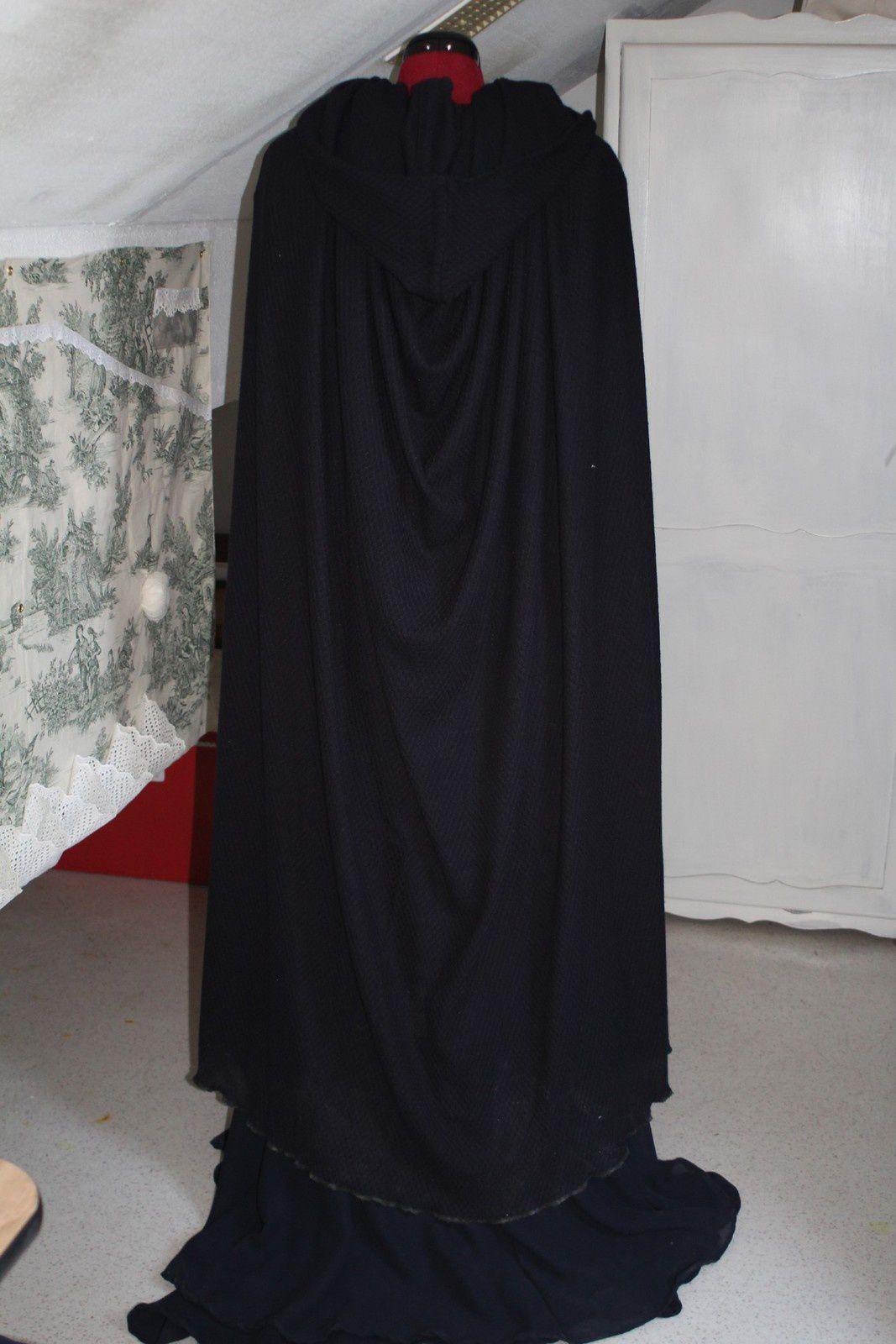 Je sais pas vous mais je suis accro au drapé de la cape! / I dont know if it's the same for you but I'm in love with the  drape of the cloak!