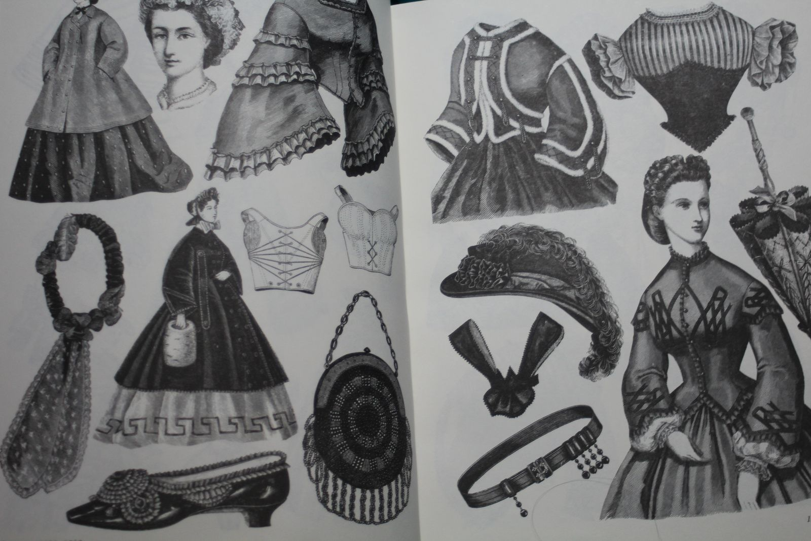 Victorian fashions a pictorial archive 90