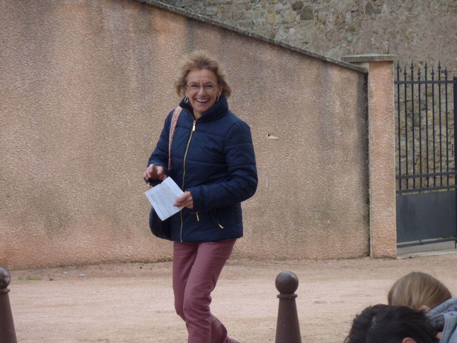 Mme Bardet (EPS) heureuse d'être parvenue à lire le plan sans s'être perdue !