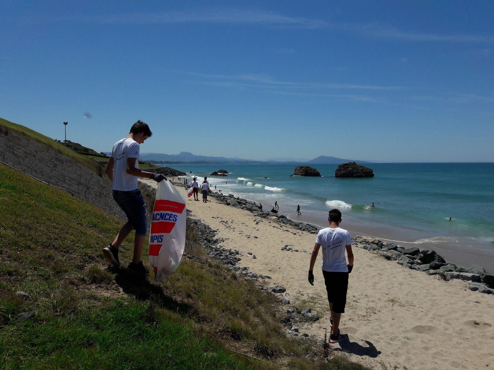 Un peu de culture - les vagues, la pollution en mer... - et de civisme.