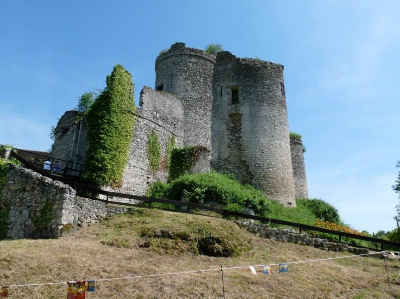 A Montaigu-le-Blin, au pied du château, la troupe du collège jouera !