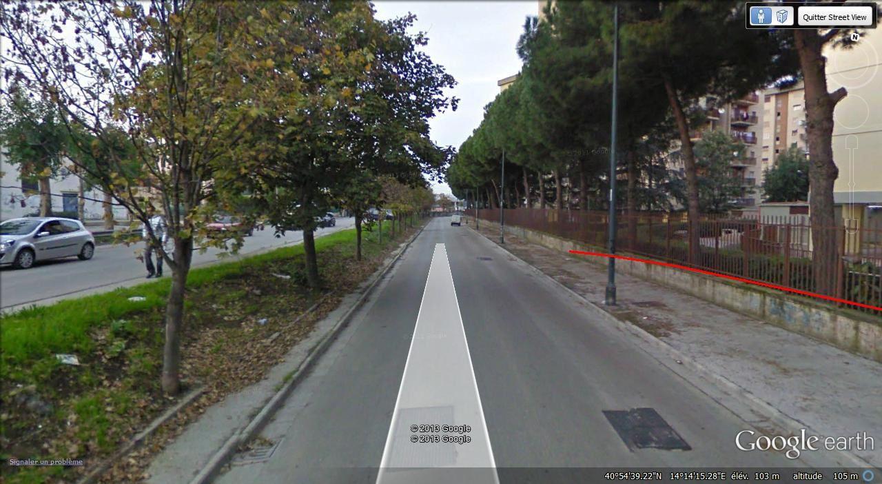 Naples à droite ,Melito ( 38.000 hab )  à gauche
