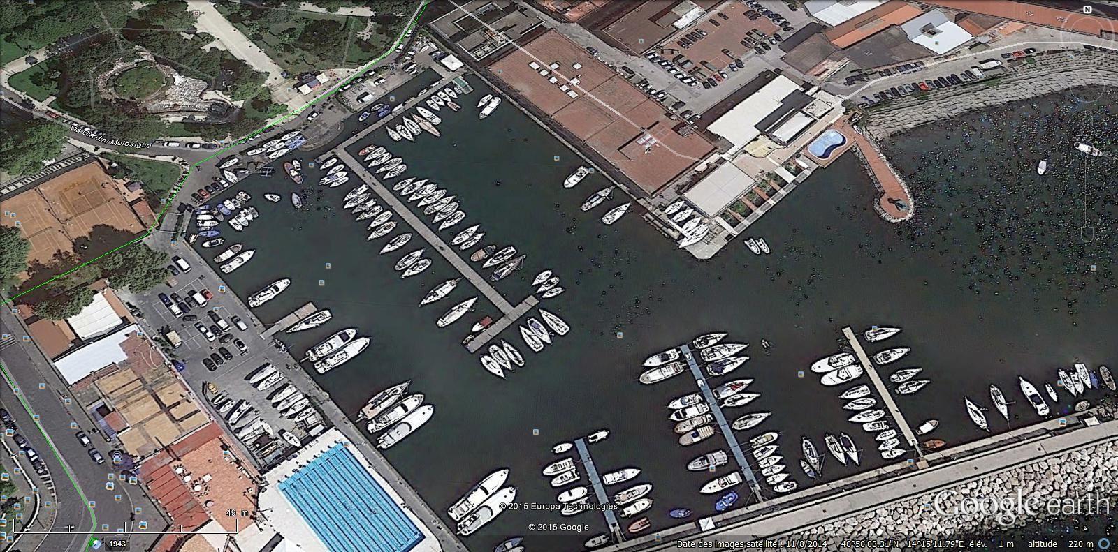 port de plaisance et piscine