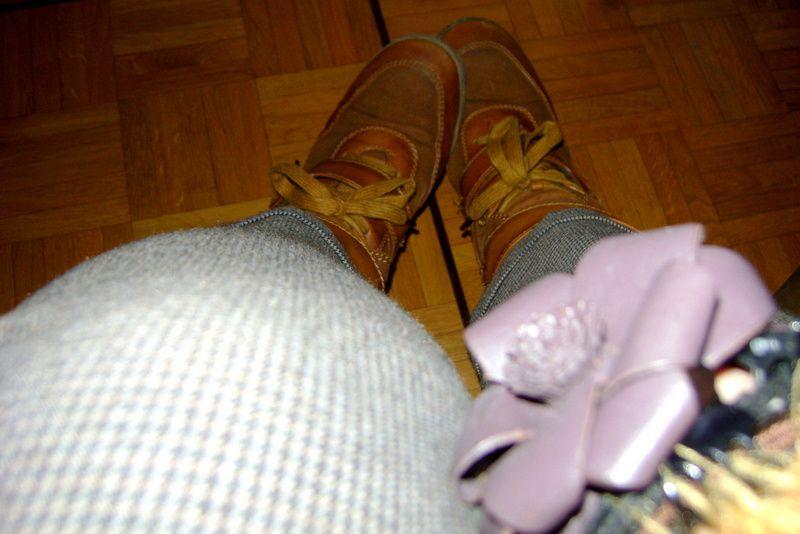 - Pantalon (C&A) / -Gilet jaune moutarde (Forever 21) / -Veste léopard (H&M) / -Baskets (Modatoi.com) / -Pochette (H&M) / -Collier (Claire's) / -Tee-shirt (Kiabi)