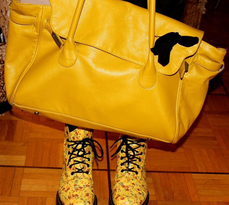 -Pantalon (H&M) / -ull (Vetaffaires) / -Gilet (H&M) / -Sac à main (Pimkie) / -Chaussures (Doc Martens)