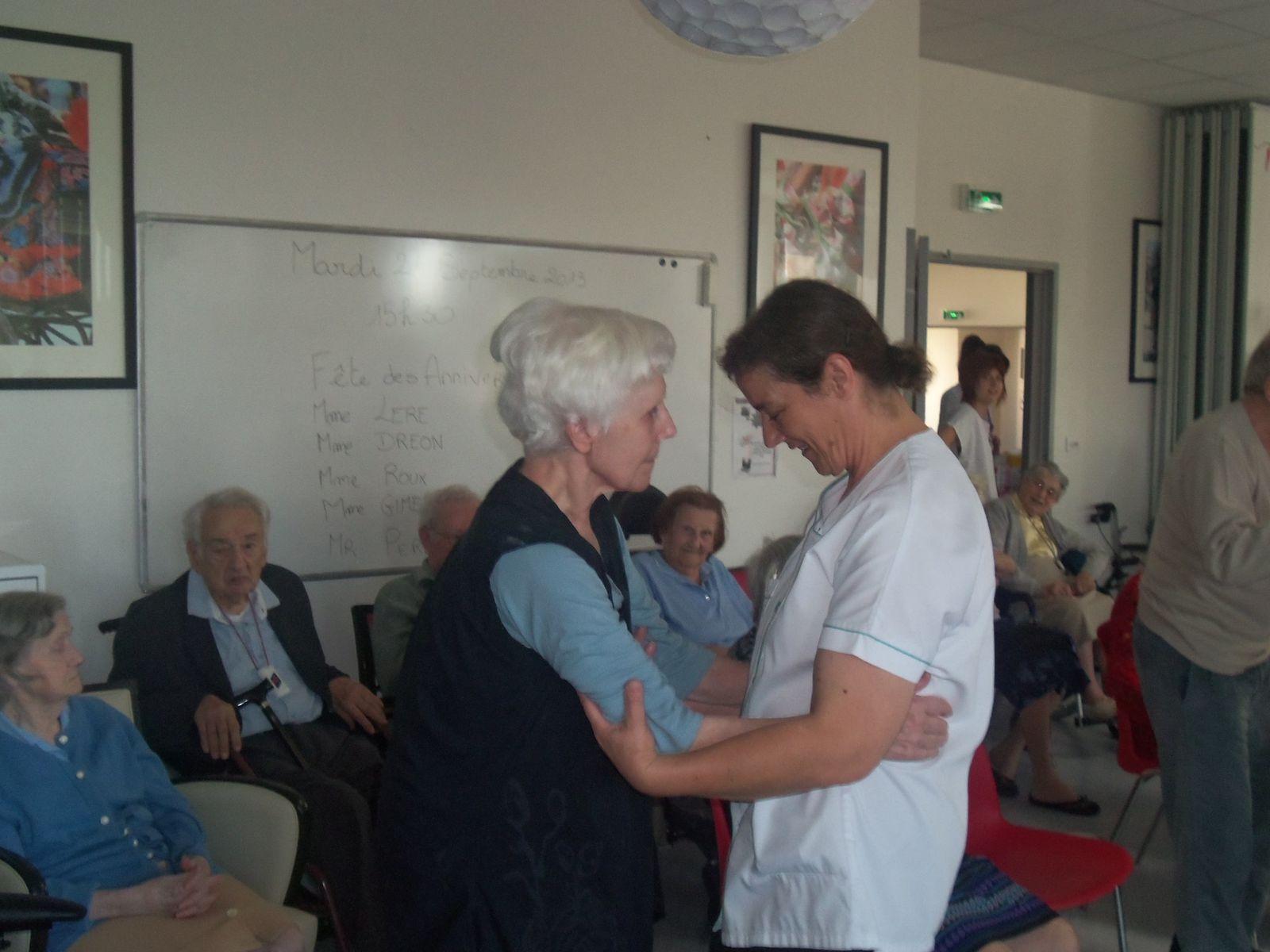 quel joie de danser pour Mme Hugot, merci Christine l'aide soignante