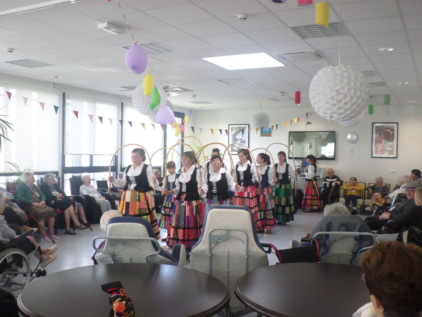Le groupe &quot&#x3B;BERRIA TALDEA&quot&#x3B;dance basque à Curtis !