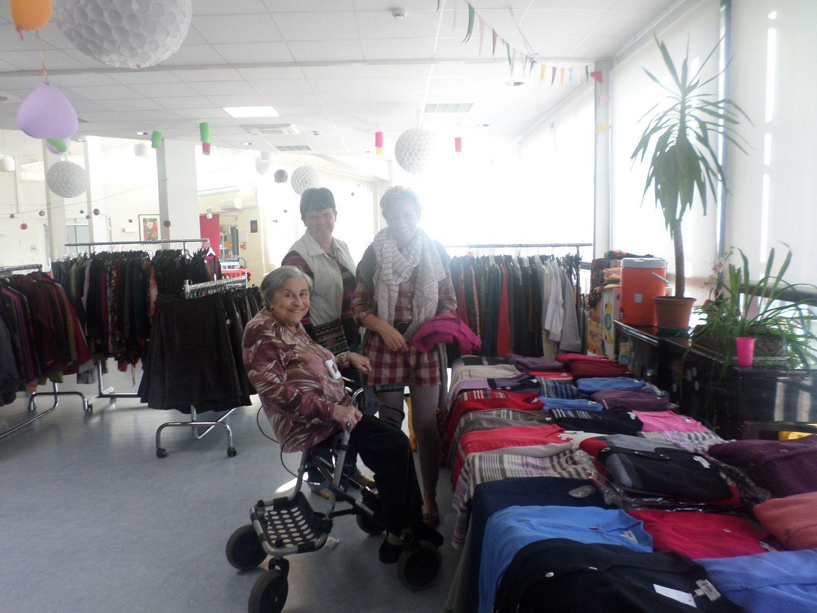 Expo-vente de vêtements et créations de perles à Curtis