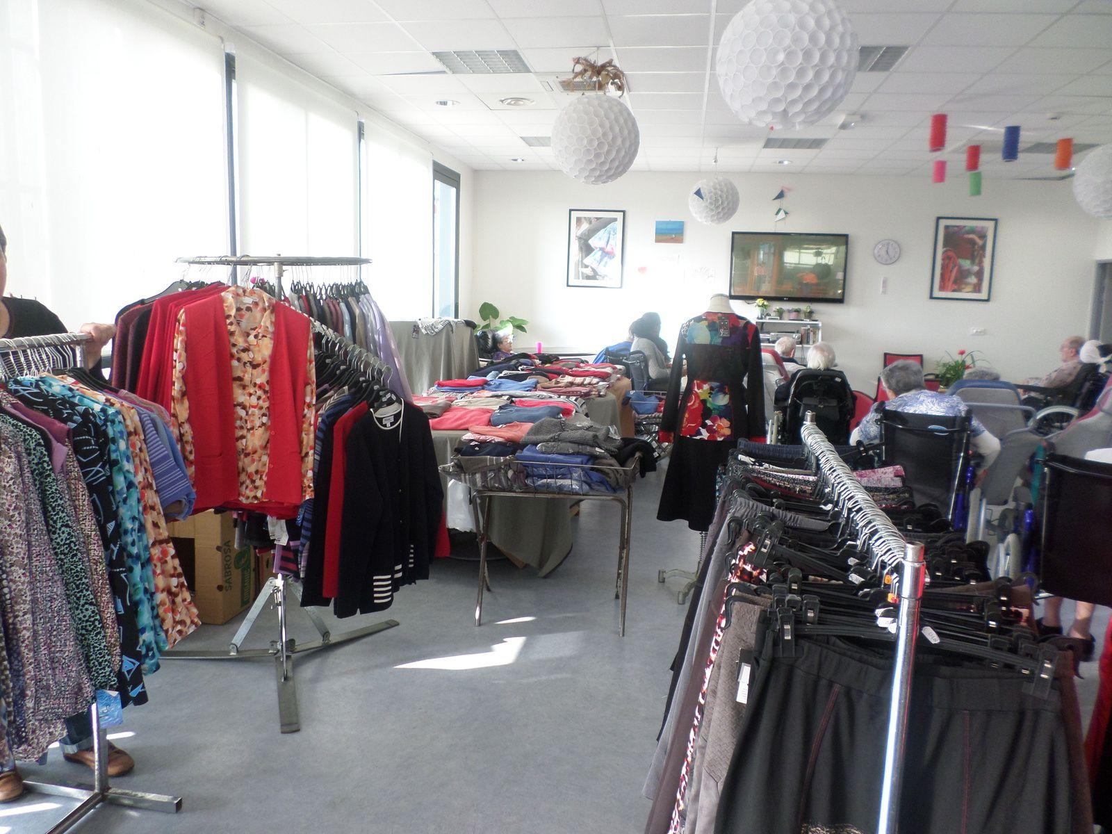 Accordéon, Expo-vente de vêtements