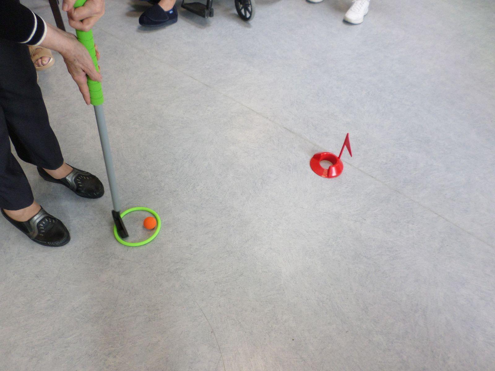 Mini-golf sur le green de l'animation!