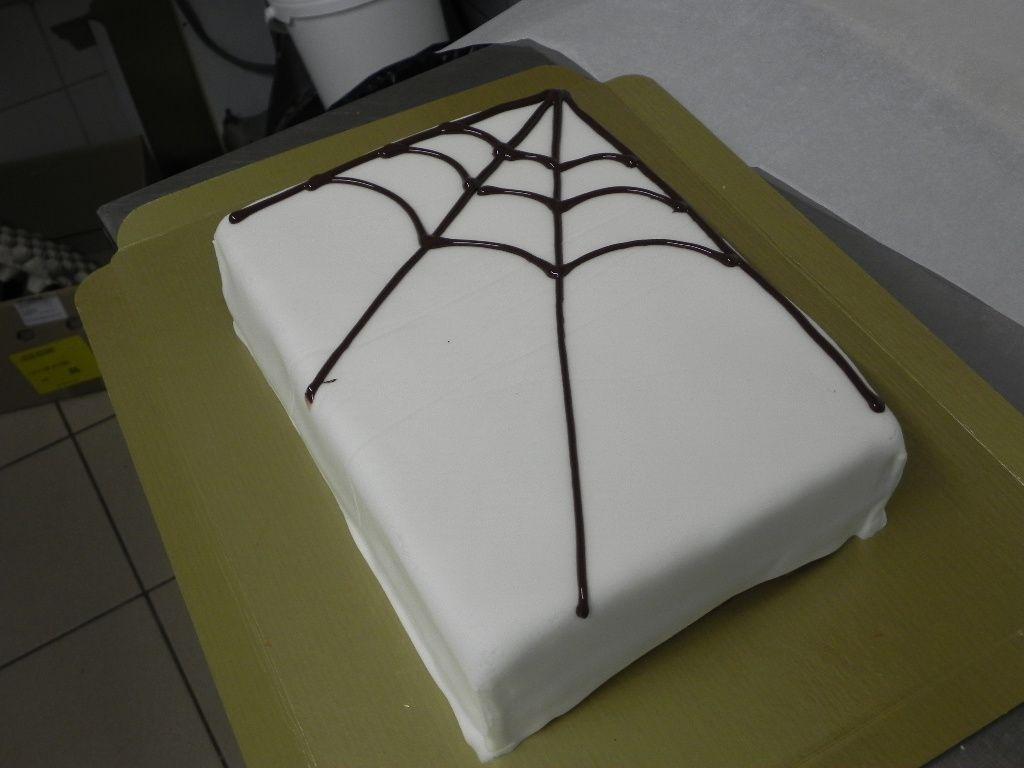 Création de la toile d'araignée en chocolat