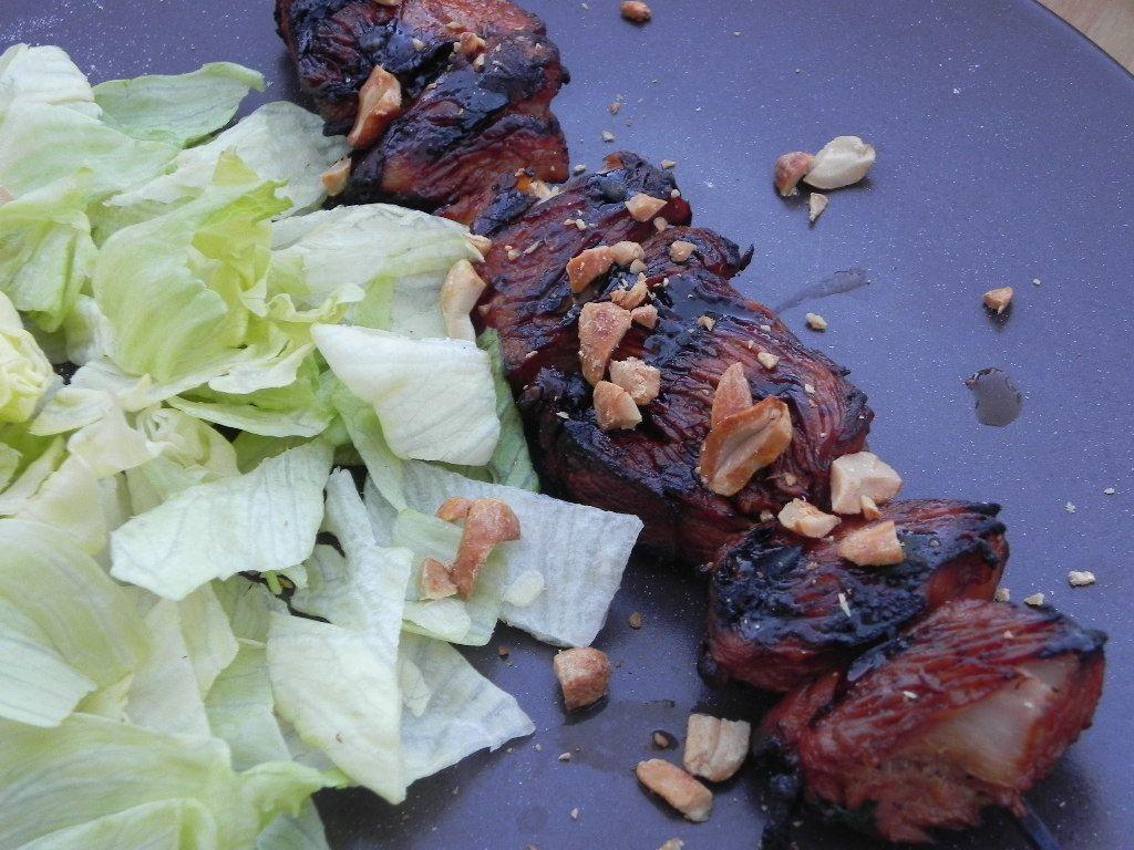 Brochettes de poulet, sauce pimentée à la cacahuète