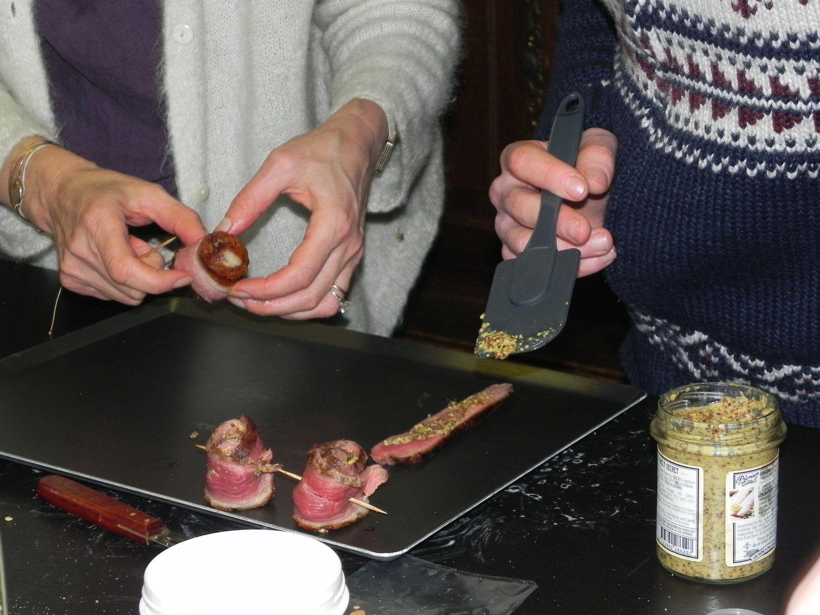 Badigeonner les lamelles de magretavec une moutarde