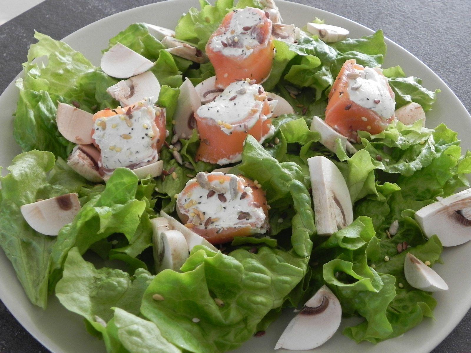 Roulé de saumon fumé au fromage frais herbé