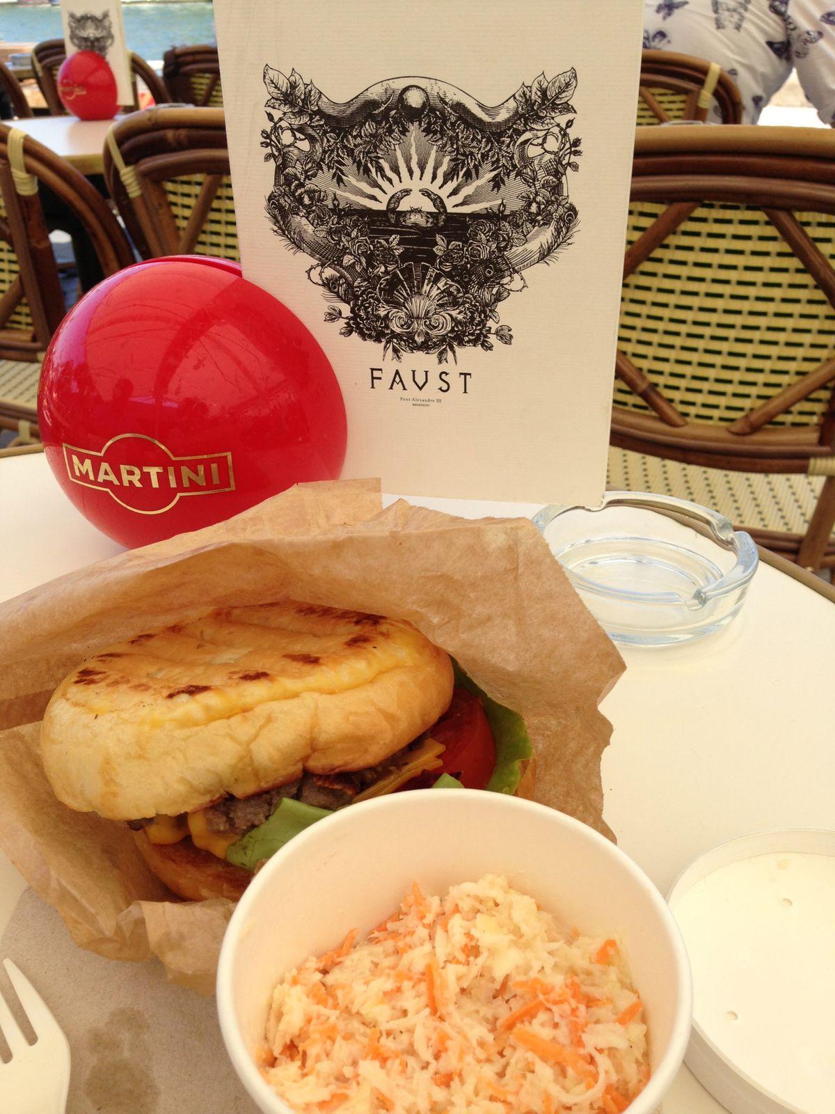 Un des meilleurs hamburgers que nous avons jamais mangé, je pense que la beauté du lieu y est pour beaucoup...
