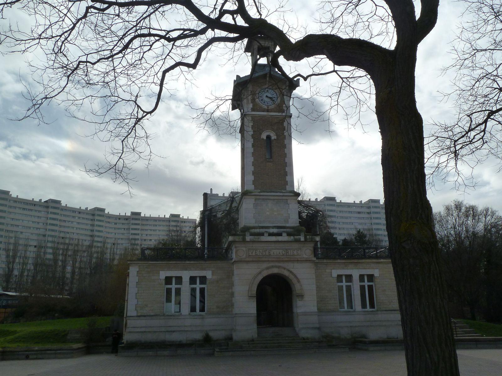 L'ancien marché à la criée des abattoirs de Vaugirard opérationnels de 1897 à 1975.