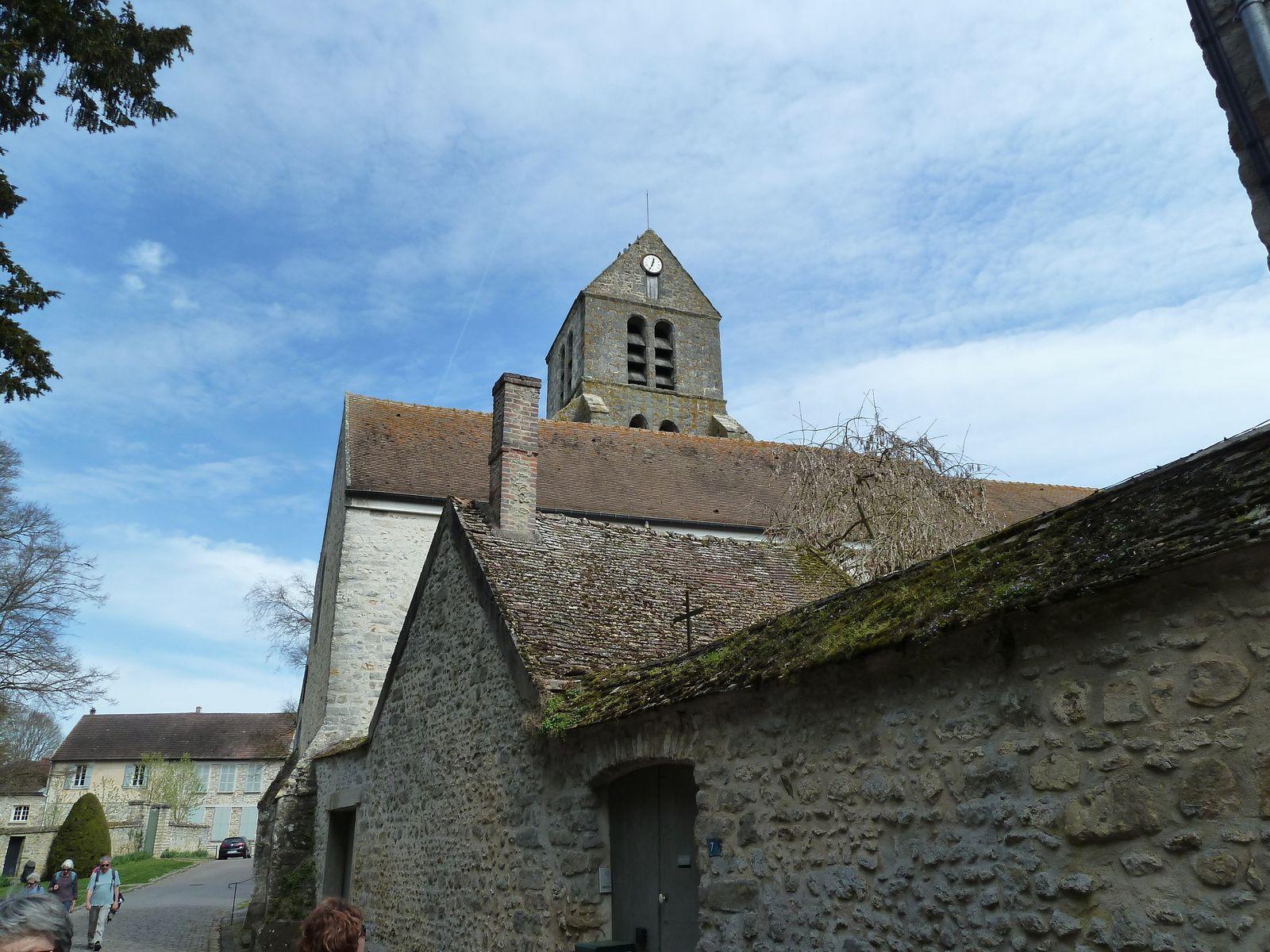 La mairie, le lavoir et l'église Saint-Etienne de Courances.