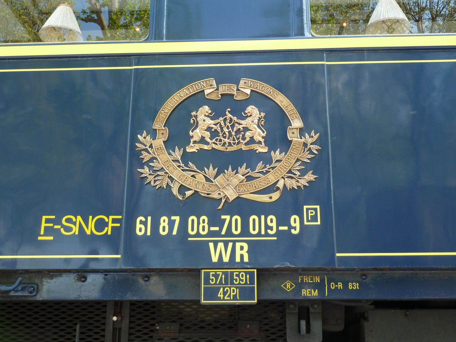 Sur un wagon, les armes de la Compagnie Internationale des Wagons-lits et des Grands Express Européens.