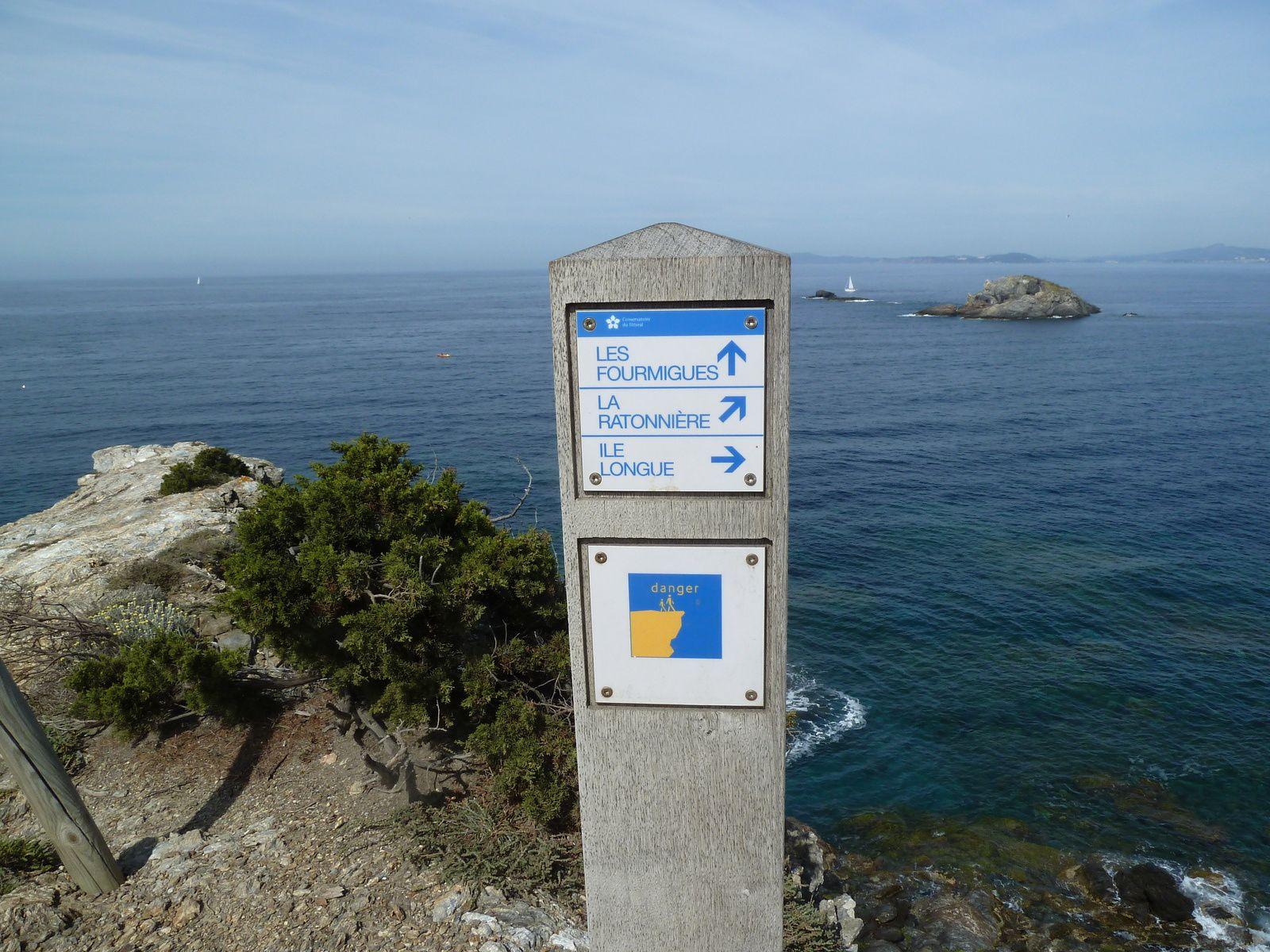 A l'extrême pointe on a une vue sur l'Île Longue, les fourmilles et la Ratonnière.