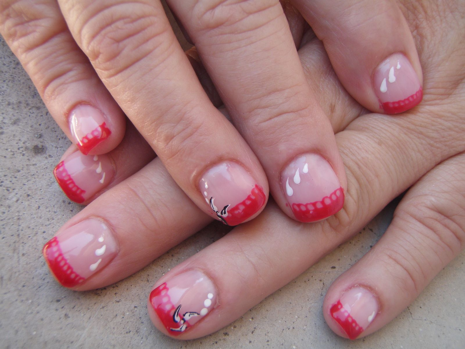 French rouge sur ongles naturels