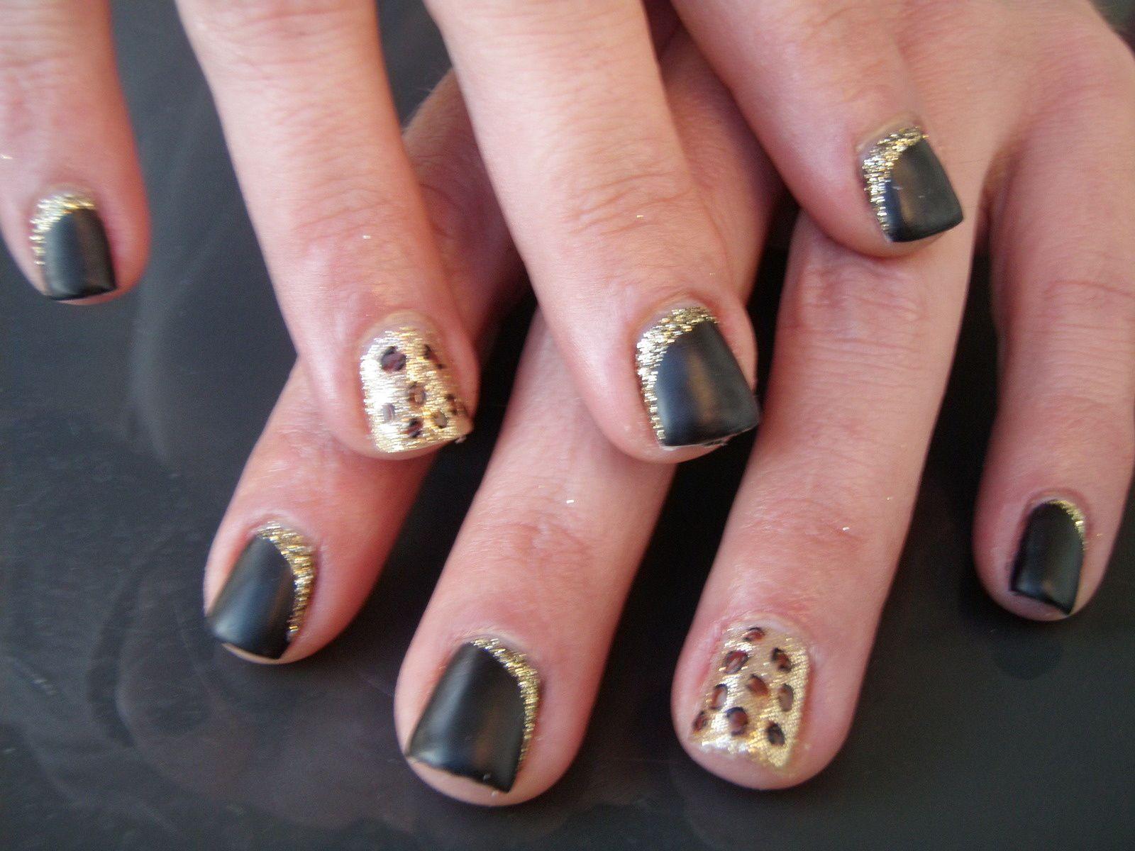 VP léopard sur ongles naturels
