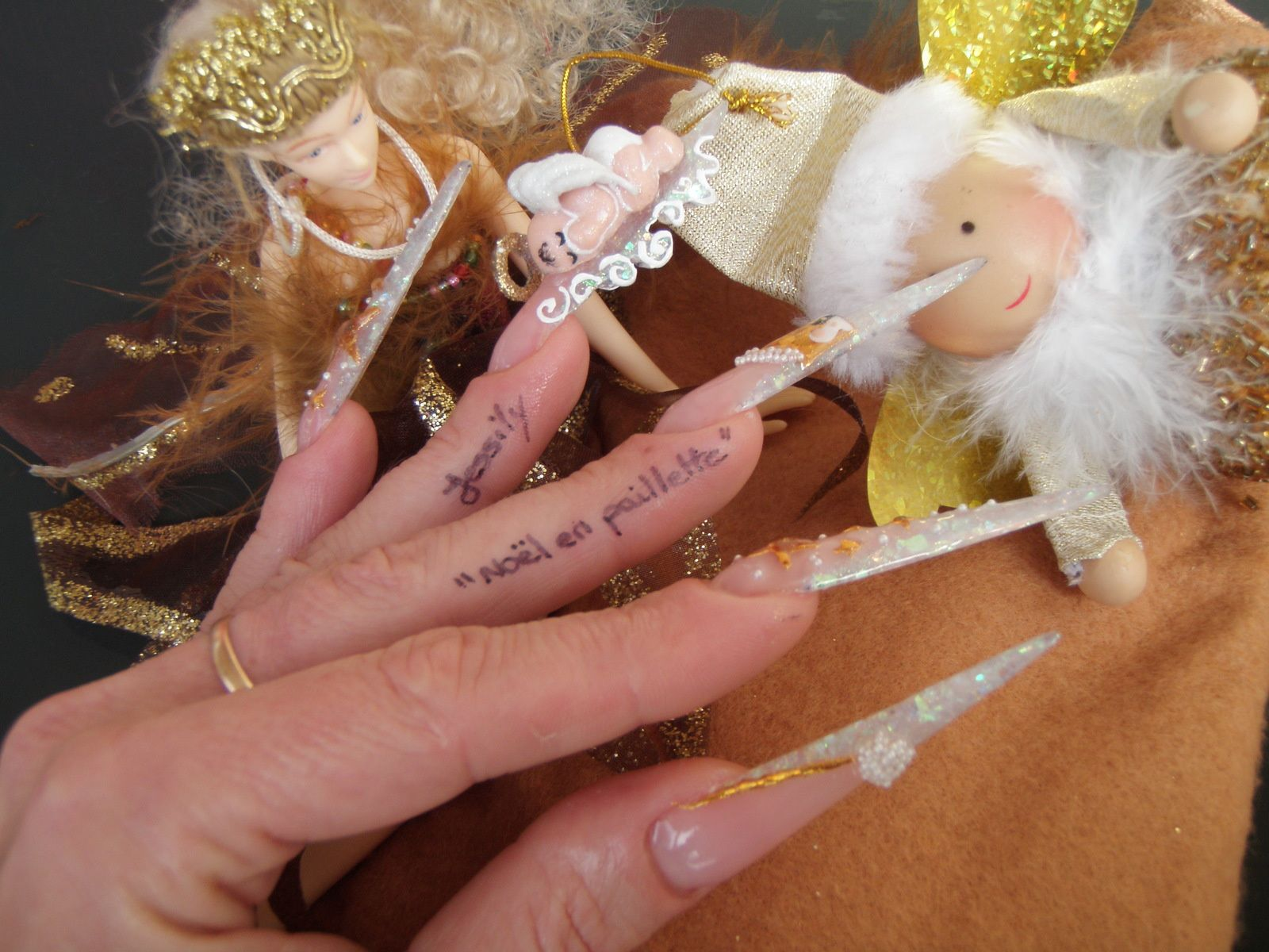 Concours &quot&#x3B;Noël en paillettes&quot&#x3B; de Jessily Manucure