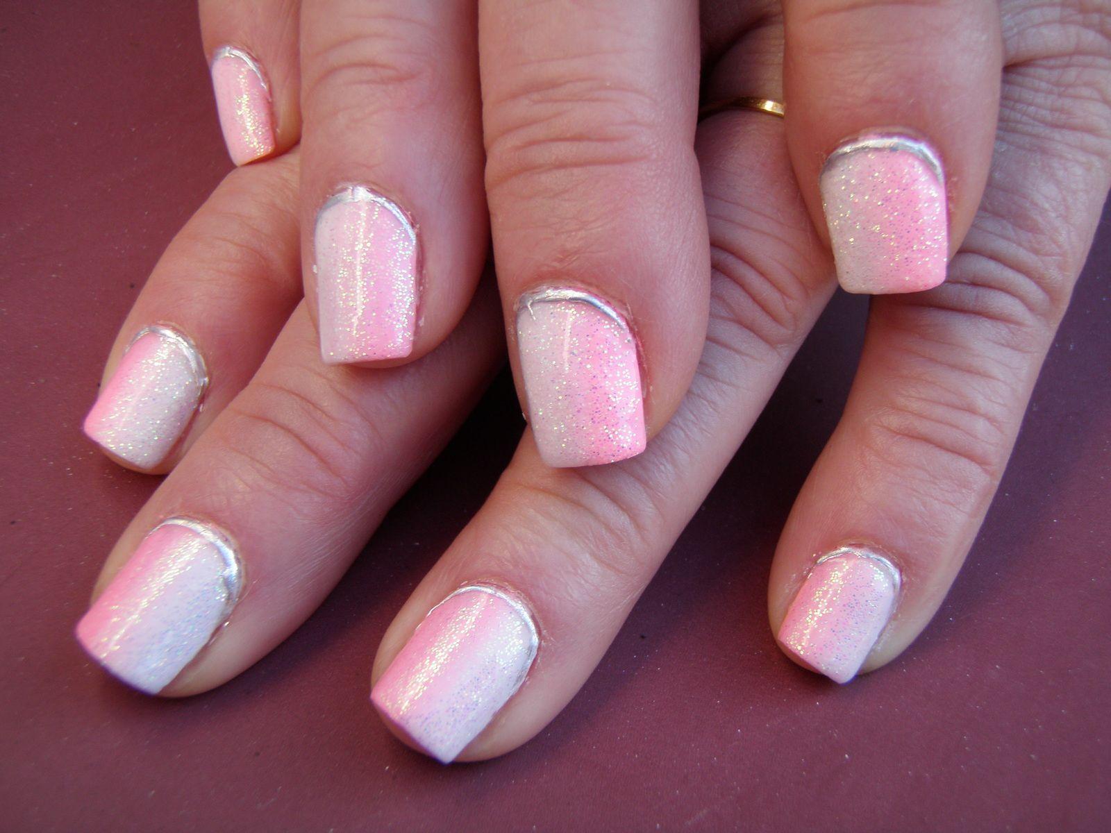 Dégradé en gel blanc et rose effet sirène et foil