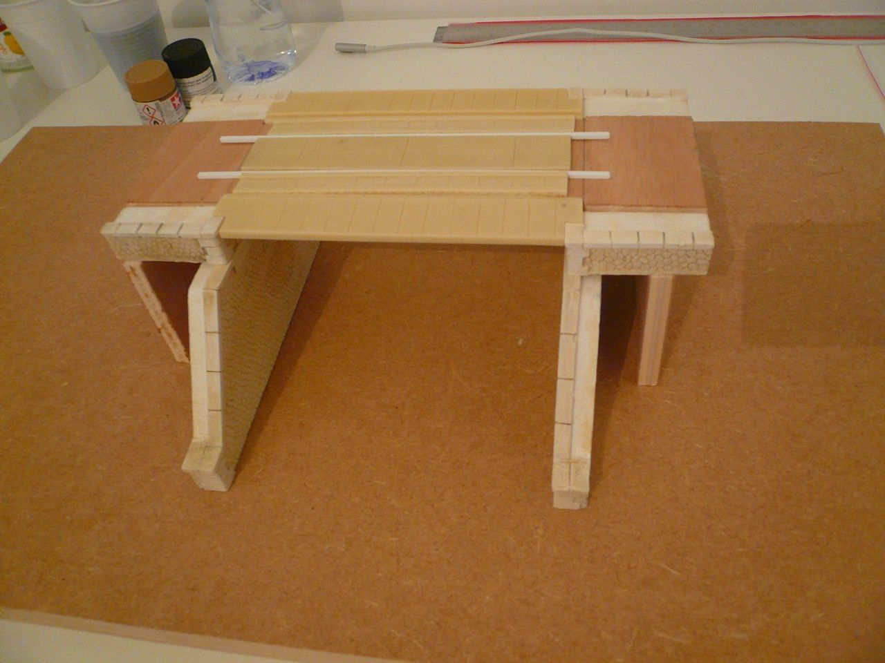 Diorama &quot&#x3B;Pont métallique&quot&#x3B; - Mise en place