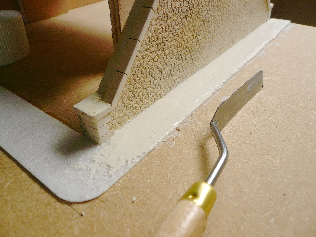 Diorama Pont métallique - installation du relief
