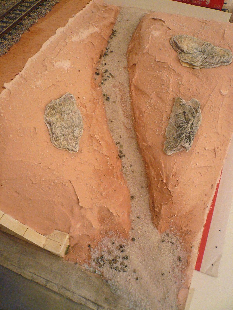 Diorama Pont métallique - Pose des voies et préparation du sol
