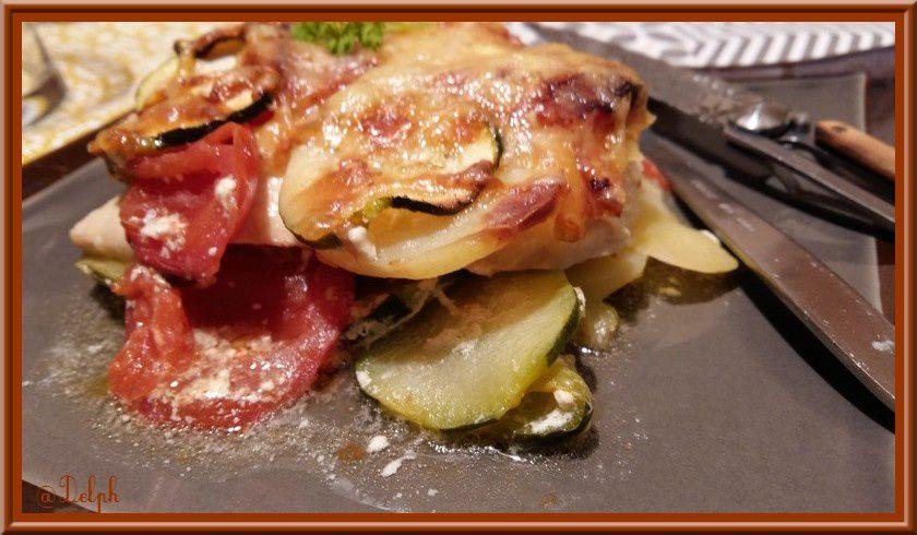 Gratin de courgettes , tomates et pommes de terre au poulet