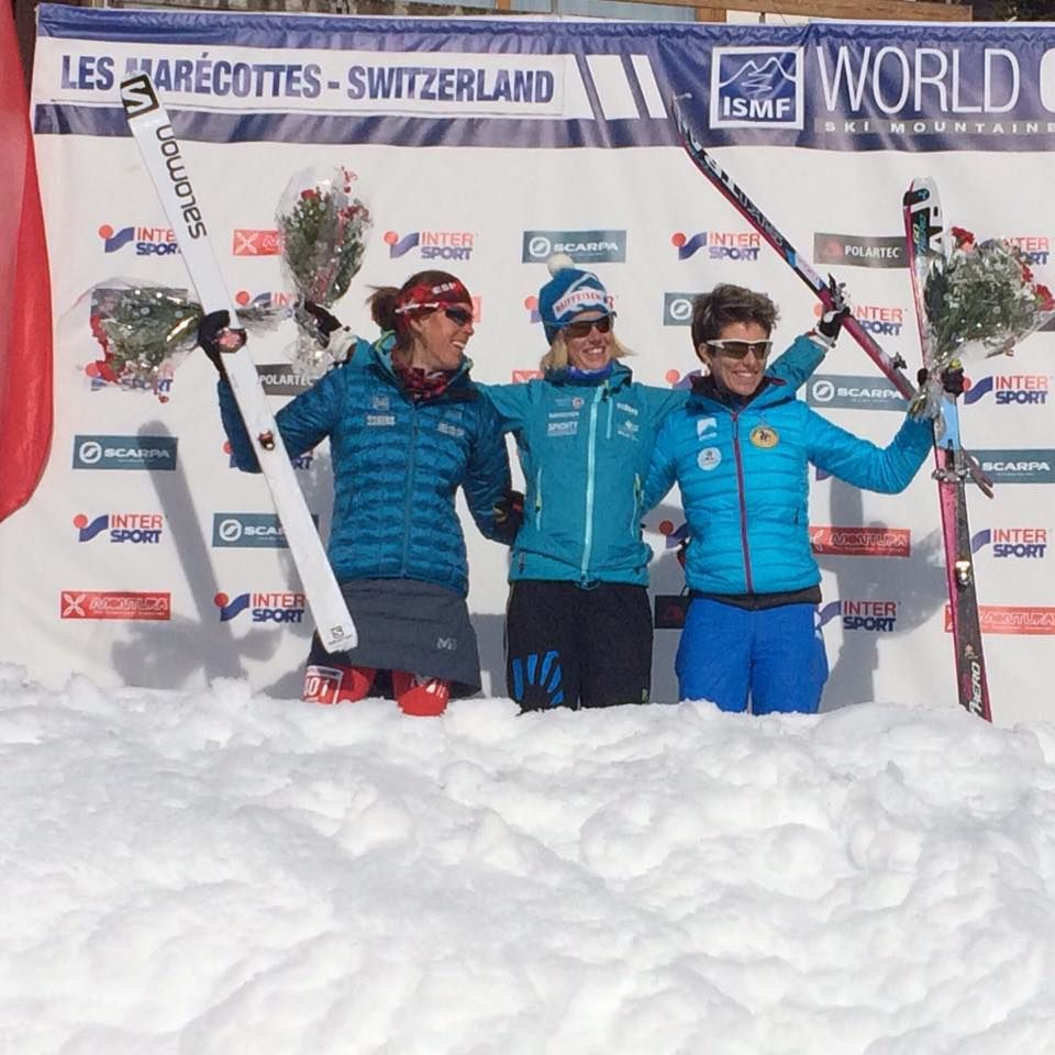 MERCI aux athlètes pour l'excellent spectacle offert (photo: ISMF, podium féminin de la Vertical Race)