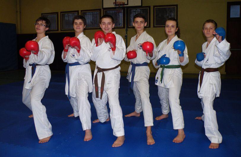 10 jeunes du club aux championnats de. France UNSS karaté