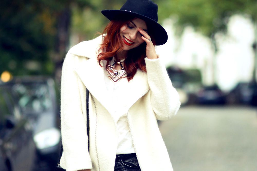 Outfit: white Coat