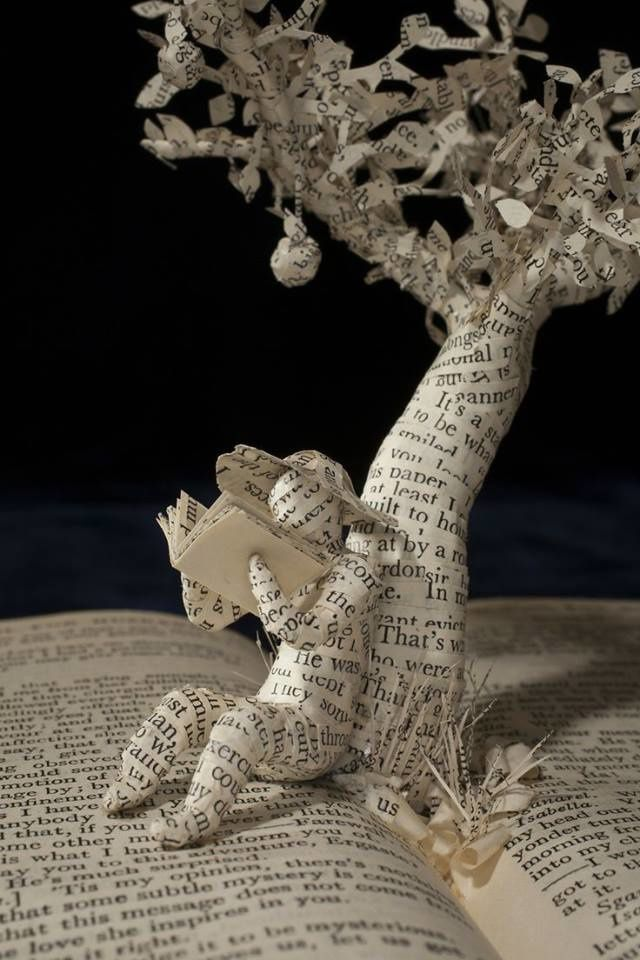 "Sculpture ""Summer Reading"" d'Emma Taylor"