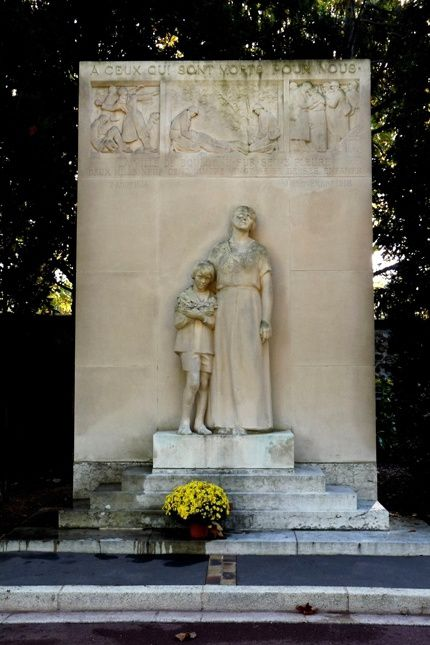 Monument aux morts de Boulogne-Billancourt, oeuvre de Paul Landowski et érigée en 1924.  http://www.google.fr/imgres?imgurl=http%3A%2F%2Fwww.monumentsauxmorts.fr%2Fcariboost1%2Fcrbst_boulogne-billancourt0.jpg&imgrefurl=http%3A%2F%2Fwww.monumentsauxmorts.fr%2Fcariboost1%2Fcrbst_1378.html&h=645&w=430&tbnid=VYTpUosO60HdmM%3A&zoom=1&docid=IoHrHxzcjCJYYM&ei=jwYwVe2NIJOMaJemgdAM&tbm=isch&iact=rc&uact=3&dur=187&page=1&start=0&ndsp=20&ved=0CCQQrQMwAQ