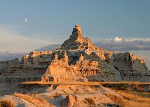 http://www.treasuregrovetravel.com/badlands-and-black-hills-explorer-plus.html