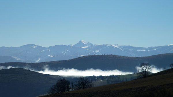ACHARAMENDI ( 288 m ), LARRAMENDI ( 395 m ), ANTZARAMENDI ( 395 m ) depuis Ossés. 09 février 2017.